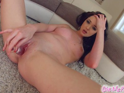 Give Me Pink Newcomer cums with sex toys