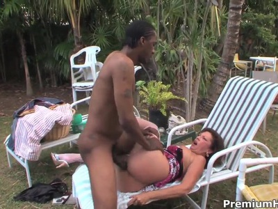 Mature Margo Sullivan pleasure her black neighbor