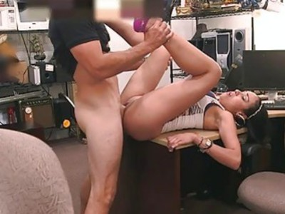 Amateur latina fucked at the pawnshop