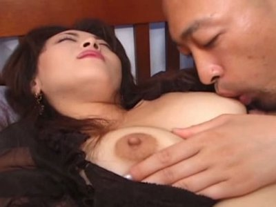 Plump Japanese mature hooker Reiko gets her too hairy pussy stimulated