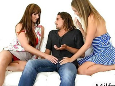 Stepmom and teen babe threesome session on the couch