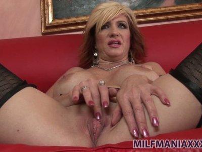 Whorable milf Brittany Blaze enjoys stimulating her clit