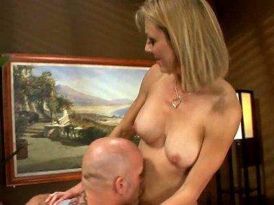 Skinny horny milf Brenda James gives blowjob to huge tattooed man