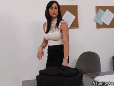 Kendra Lust burns with desire to be fucked