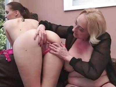 Lyen Parker loves busty fat granny