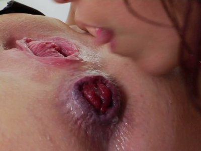 Kinky chicks Nicki Hunter & Dee Siren know what dildos are for
