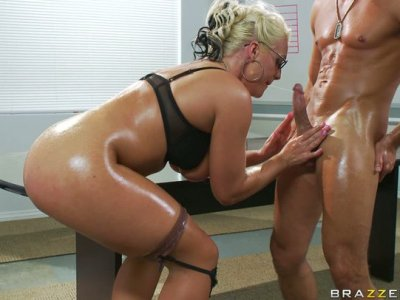 Torn milf slut Sadie Swede gets her asshole screwed hard