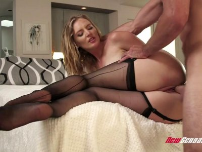 Thick ass mom Mona Wales fucks wildly with young hunk