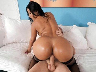 Rose Monroe shaking her huge butt on the hard rod