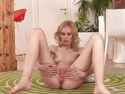 Hard pussy toying for your pervert camera