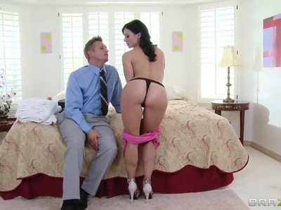 Nice young couple tries to resolve their sexual problems
