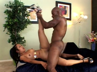 Rounded ass Keymore Cash fucks furiously topping the cock