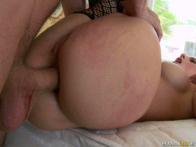 Blonde trollop Sammie Spades gets screwed brutally in her butt hole
